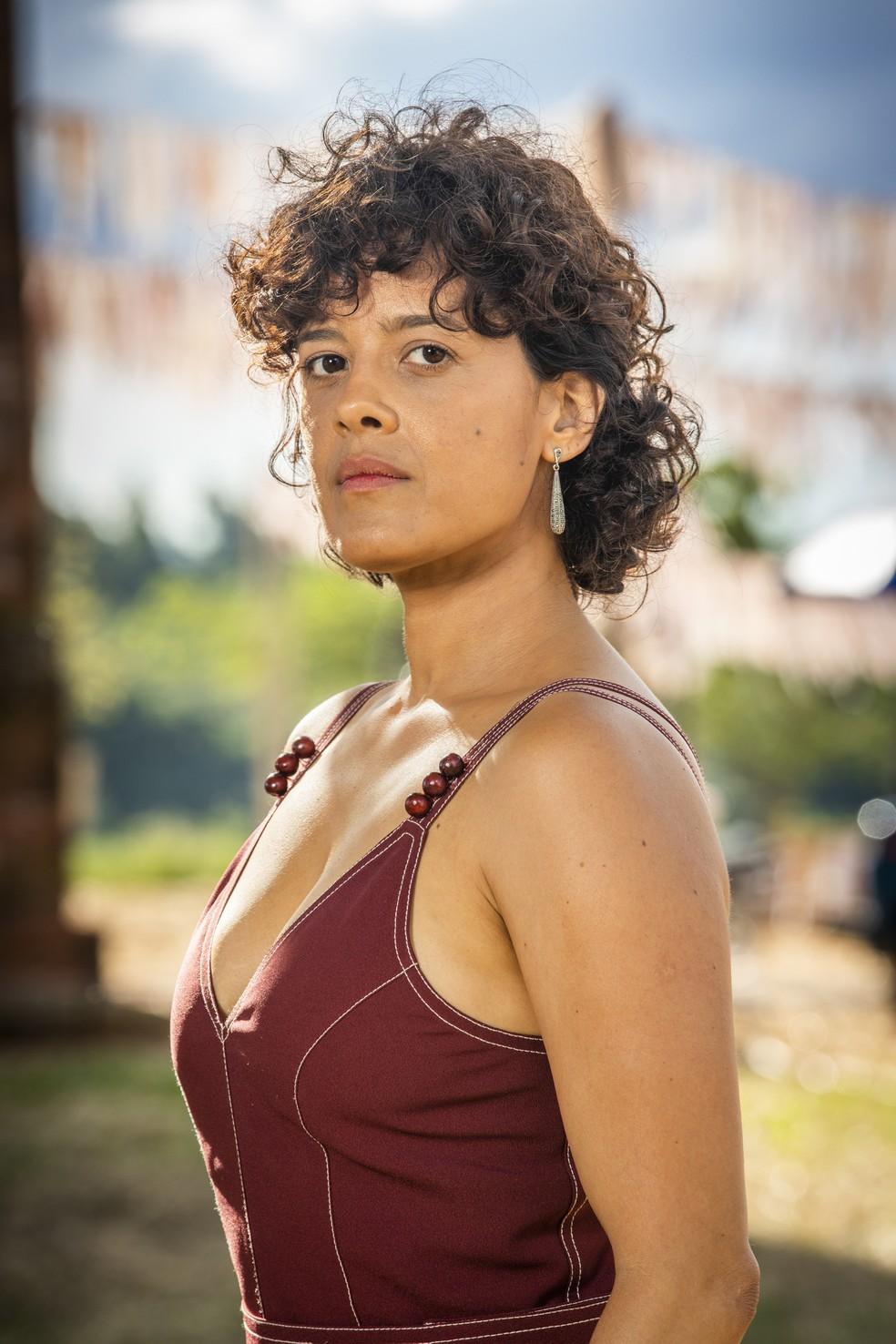 Maeve Jinkings é Zenaide Ramirez, em 'A Dona do Pedaço', irmã de Maria da Paz (Juliana Paes) — Foto: TV Globo/João Miguel Jr.