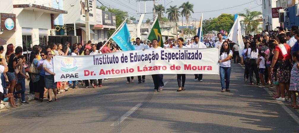 Apae participa de desfile cívico durante comemorações ao 7 de setembro em Ji-Paraná. (Foto: Gedeon Miranda/G1)