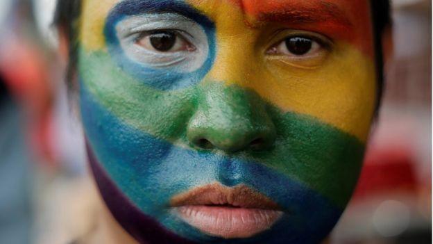 Pessoas com fortes opiniões negativas sobre minorias sexuais não conseguem ver as individualidades dentro delas, sugere estudo (Foto: Reuters/BBC News)