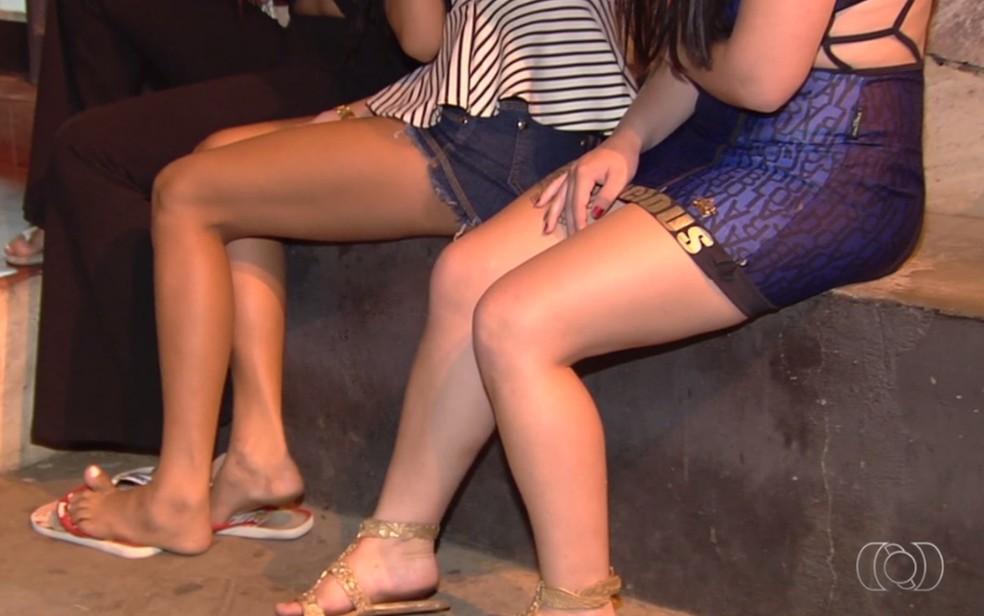 Menores estavam ingerindo álcool e usando drogas em motel, em Goiás (Foto: Reprodução/TV Anhanguera)