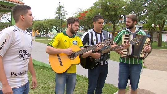 """Marcos Paiva comemora fim de semana com os criadores do """"Hino de Sexta-Feira"""""""