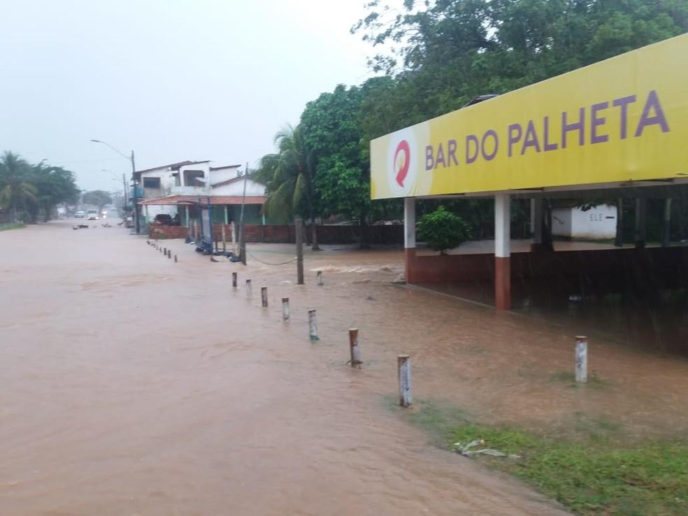 Avenida 13 do Maiobão também ficou alagada — Foto: Divulgação