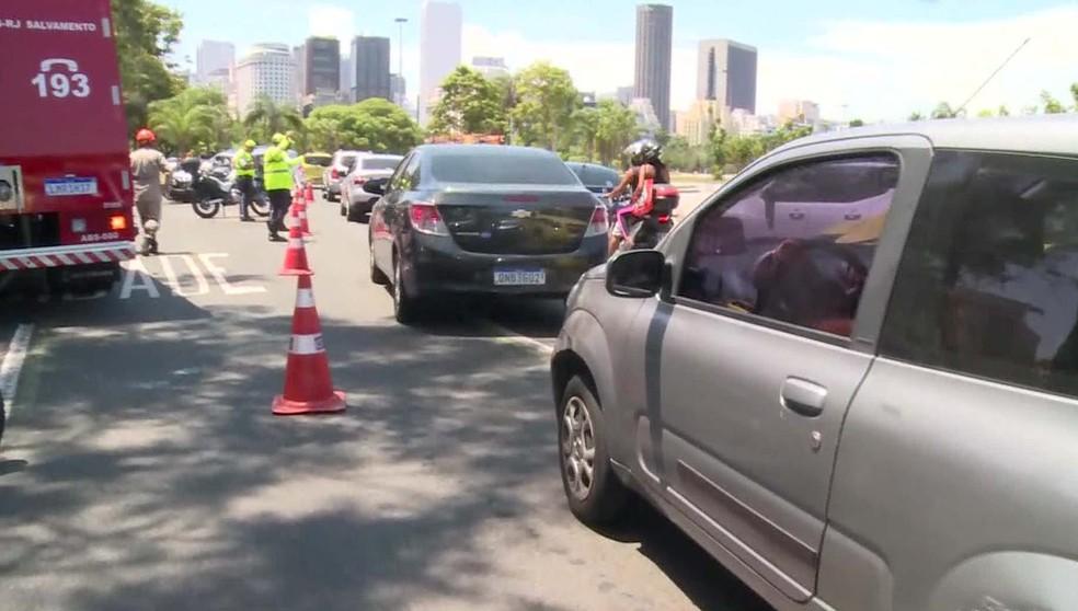 Trânsito engarrafado no Aterro do Flamengo  — Foto: Reprodução/TV Globo