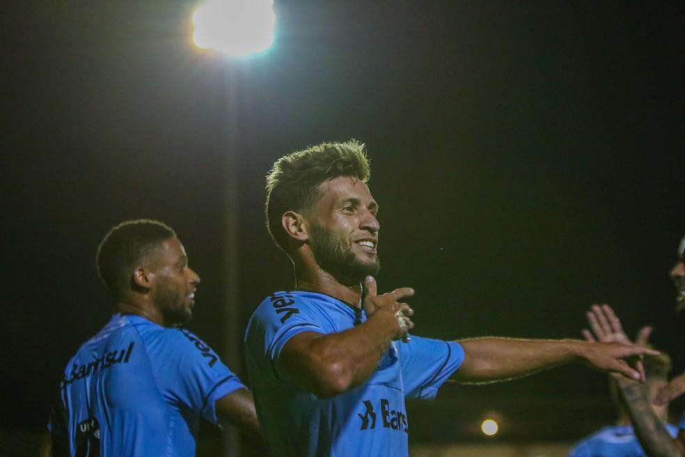 Juninho Capixaba marca para o Grêmio contra o Aimoré — Foto: Lucas Uebel/DVG/Grêmio