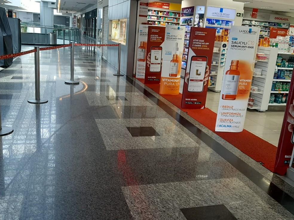 Shopping do DF só com farmácia aberta — Foto: Larissa Passos