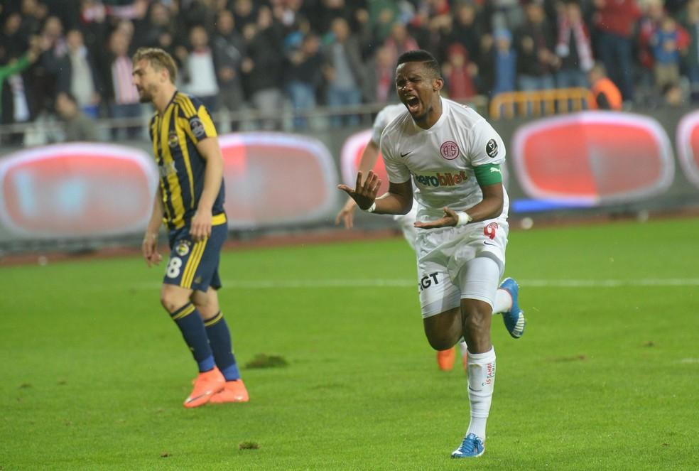 Eto'o  segue marcando seus gols na Turquia (Foto: AFP)