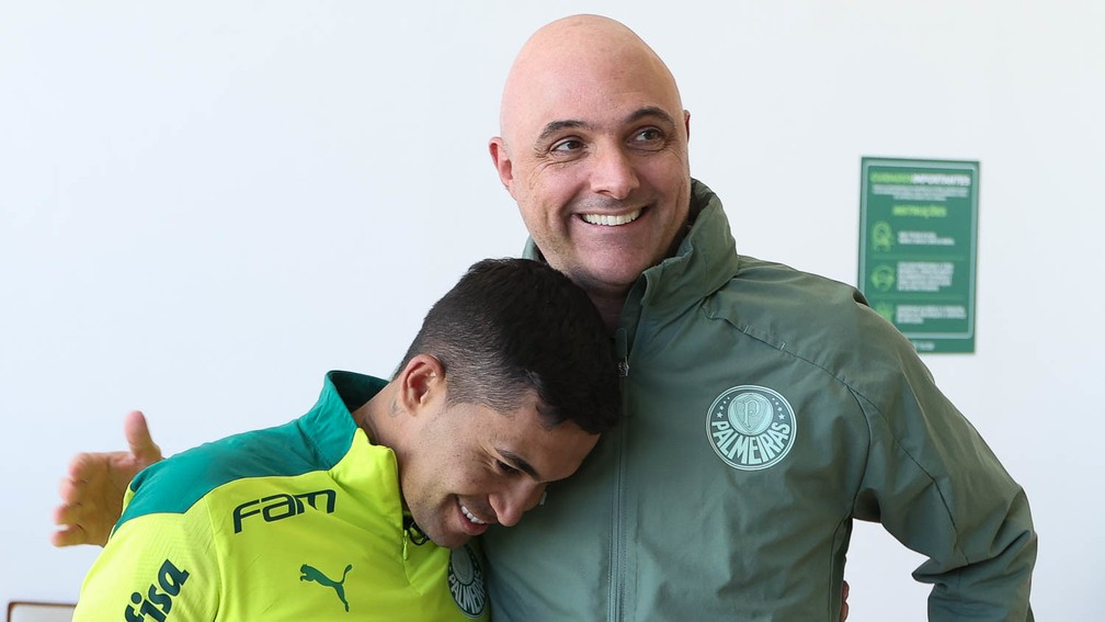 Dudu e o presidente do Palmeiras Maurício Galiotte — Foto: Cesar Greco