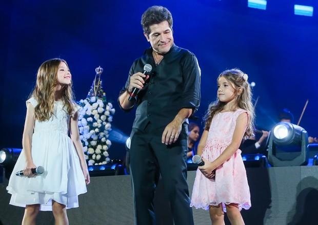 Daniel e as filhas, Lara e Luiza (Foto: Manuela Scarpa/Brazil News)