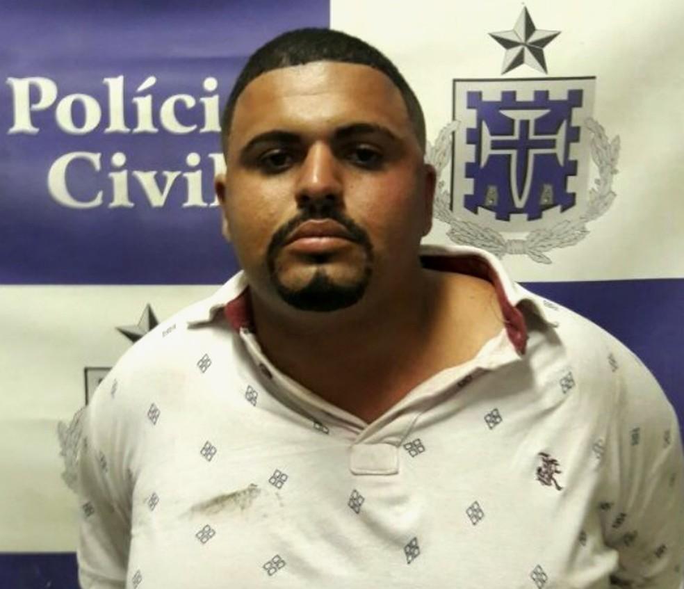 Homem foi preso em cumprimento a mandado judicial (Foto: Divulgação/SSP-BA)