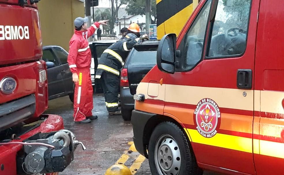 Corpo de Bombeiros fez o resgate e encaminhou a mulher para o Hospital São Francisco de Tupã (Foto: João Trentini)
