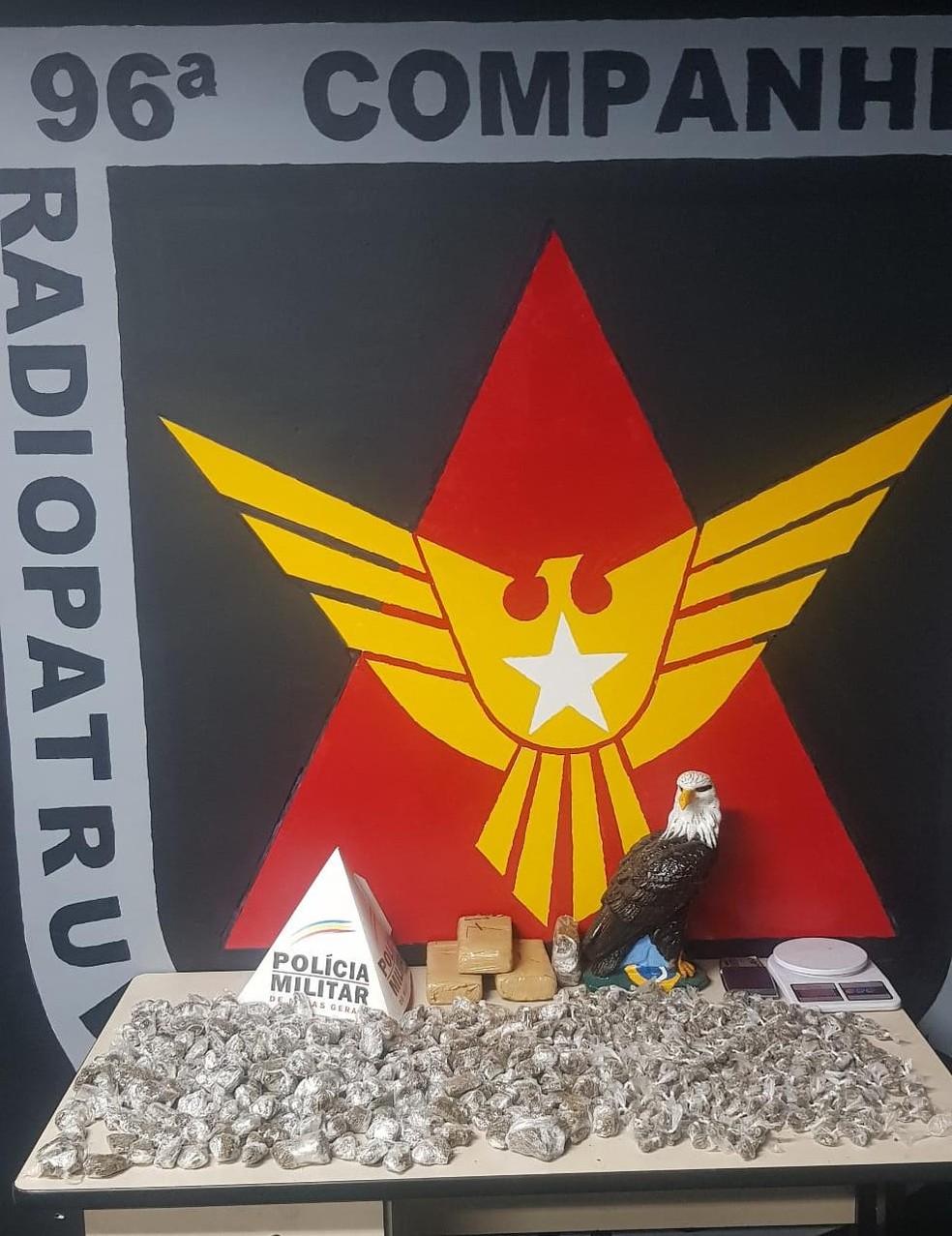 Drogas apreendidas pela Polícia Militar — Foto: Polícia Militar/Divulgação