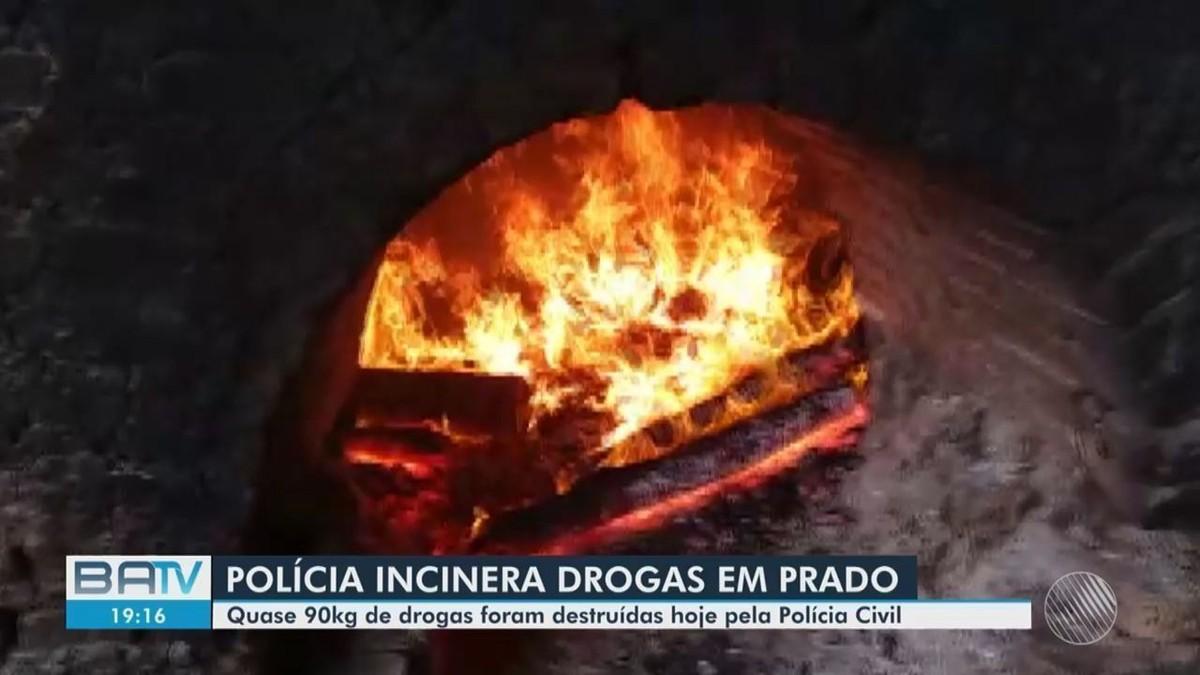 Polícia incinera parte da droga encontrada em praias no extremo sul da Bahia