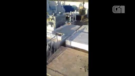 Cruzes, lápides e túmulos são destruídos durante tentativa de furto de caixa d'água em cemitério no RN; veja vídeo