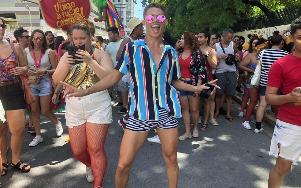 No Recife, Silvero Pereira acompanhou o bloco 'Eu me vingo de tu no carnaval' — Foto: Pedro Alves/G1