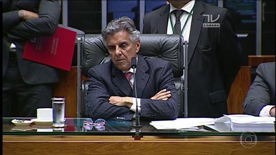 Deputados tentam votar projeto para livrar acusados de caixa dois