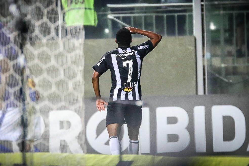 Elias comemora o gol marcado contra o Paraná, que selou a vitória por 2 a 0 (Foto: Bruno Cantini/ Atlético-MG)