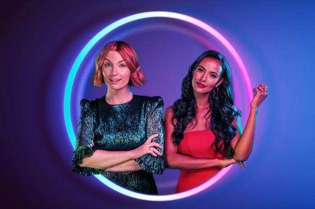 Apresentadoras da versão original de 'The circle' (Foto: Divulgação / Channel 4)