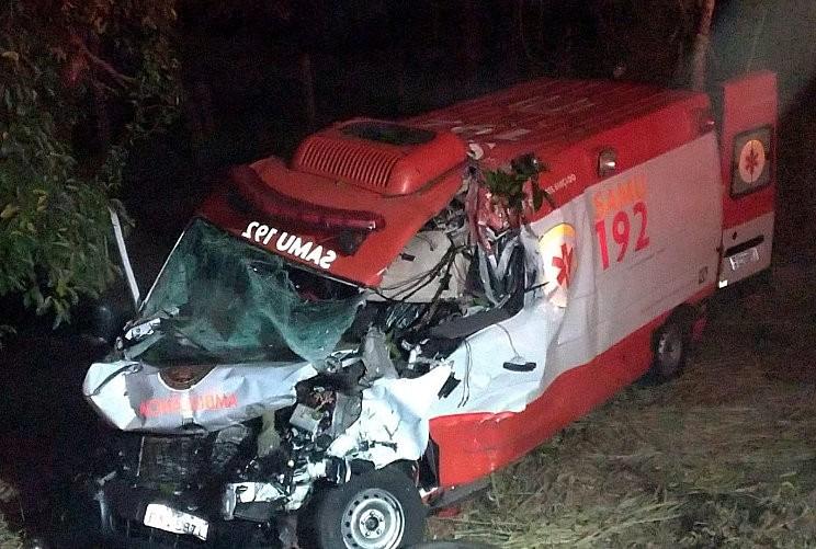 Acidente em Rio Claro deixa socorristas de ambulância do Samu e paciente feridos