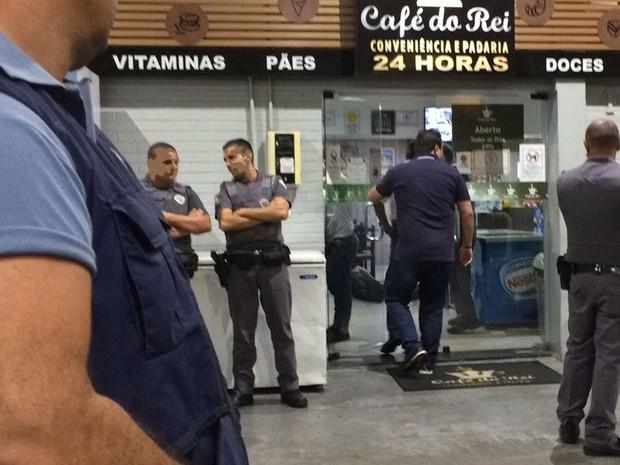 Crime aconteceu na noite de quinta-feira (9) em loja de conveniência no Jd. Itatinga, em Campinas (SP) (Foto: Daniel Mafra/EPTV)