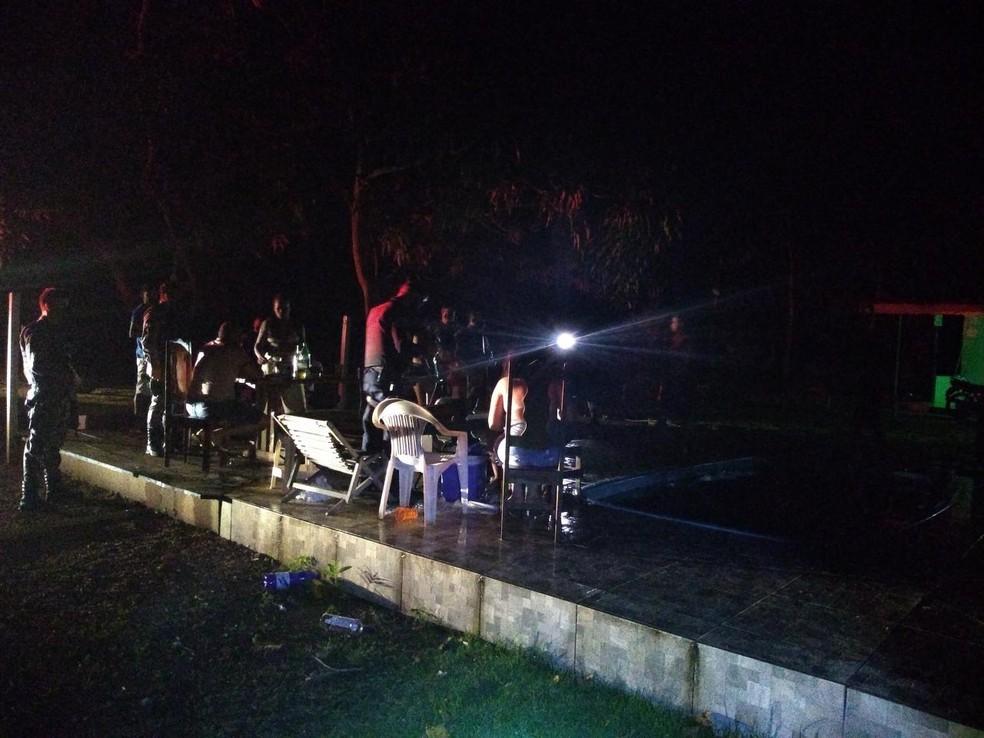 Polícia interrompe festa clandestina em chácara de Ariquemes (RO) durante pandemia  — Foto: 7º BPM/Reprodução