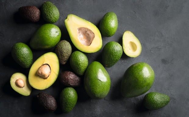 Abacate: conheça os benefícios e confira receitas salgadas e doces com a fruta