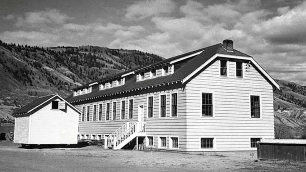 A escola residencial indígena Kamloops, na British Columbia, já abrigou 500 crianças — Foto: Reuters via BBC