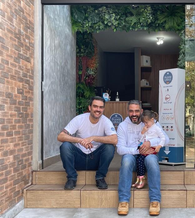 Irmãos criam fábrica de pudins na garagem de casa e faturam R$ 40 mil por mês