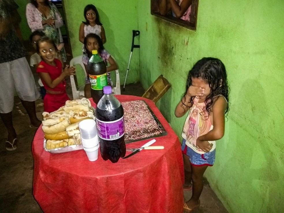 Rinah Laís ganhou primeira festinha de aniversário (Foto: Thaís Monteiro/Reprodução Facebook)