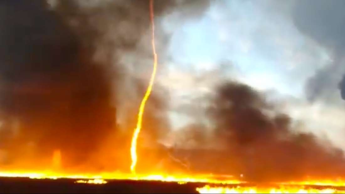 Firenado, o tornado de fogo, atinge fábrica no Reino Unido (Foto: Reprodução/ Facebook Leicestershire Fire and Rescue Service, Ashby Station)