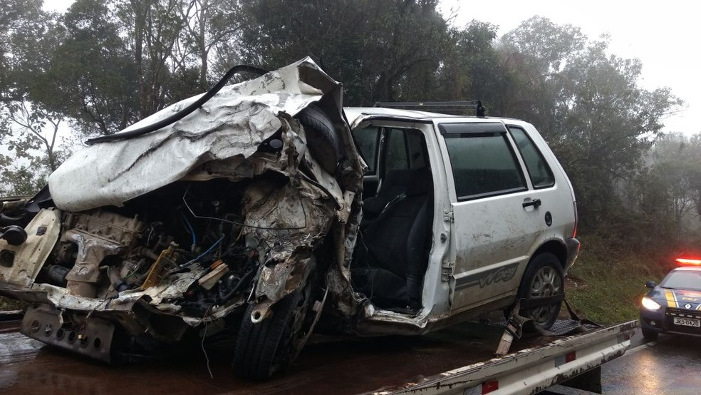 Acidente em Pouso Redondo mata motorista de Uno (Foto: PRF/Divulgação)
