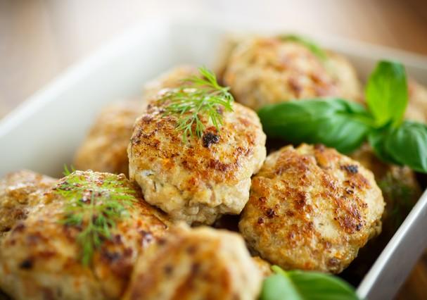 Bolinhas de frango (imagem ilustrativa) (Foto: Thinkstock)