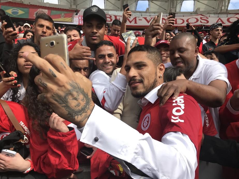 """Ídolo Instantâneo; Guerrero agradece recepção e sonha com títulos no Inter: """"Sacrifício é o que posso prometer"""""""