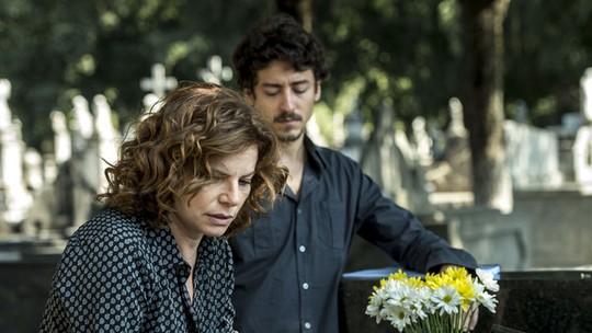 Debora Bloch e Jesuíta Barbosa agitam a internet com cenas de tirar o fôlego em 'Justiça'