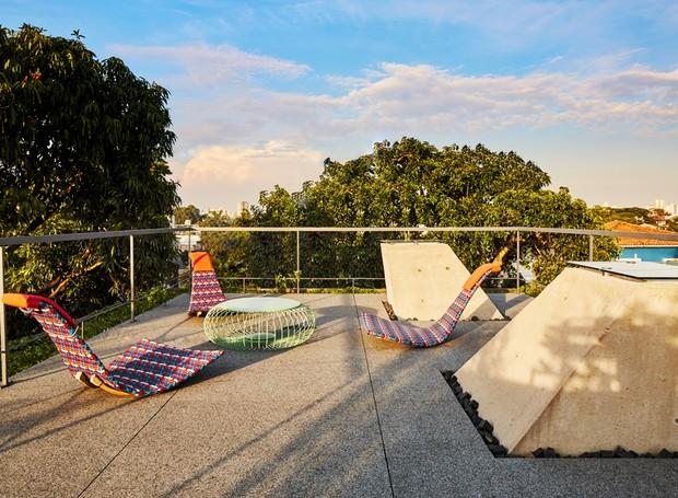 A cobertura ganhou piso de granito lixado e se transformou num belvedere (Foto: Pedro Kok)