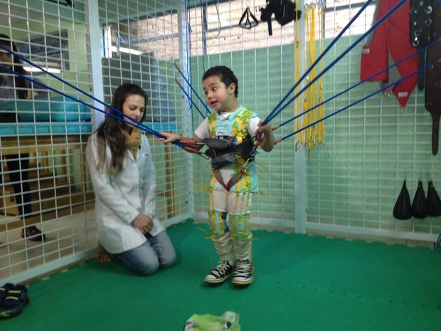 Eduarda segue trabalhando na reabilitação de Davi (Foto: Janine Limas/RBS TV)