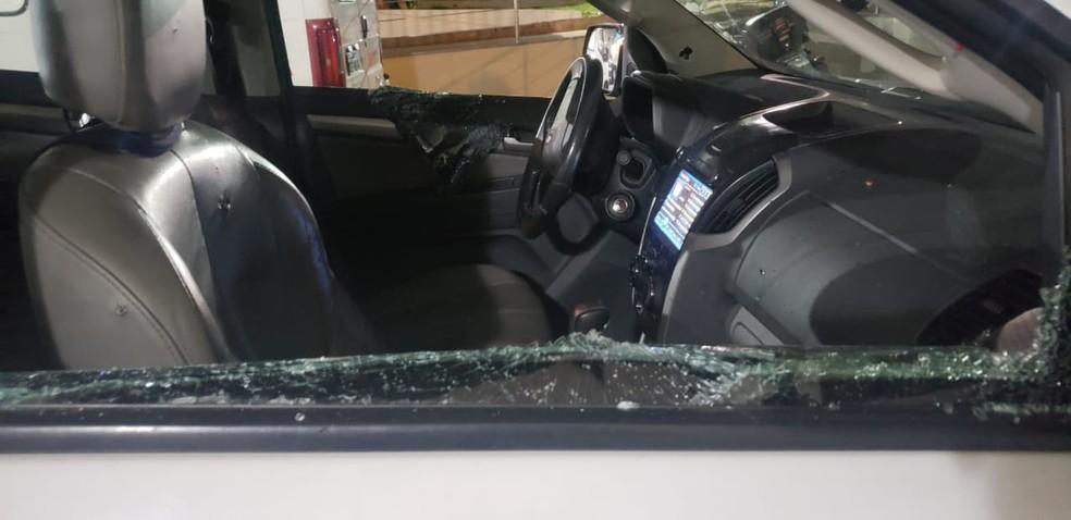 Caminhonete atingida pelos disparos  — Foto: Divulgação / Arquivo pessoal