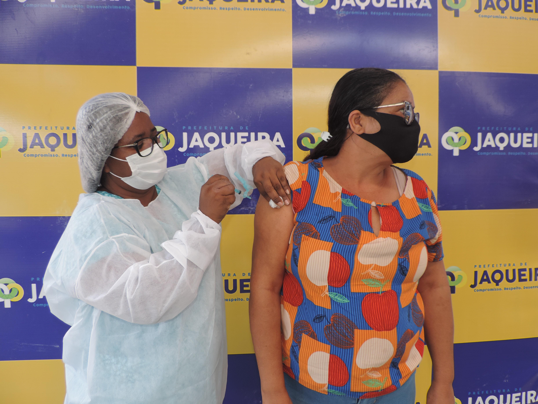 Jaqueira começa a vacinar pessoas com mais de 18 anos na terça (3)