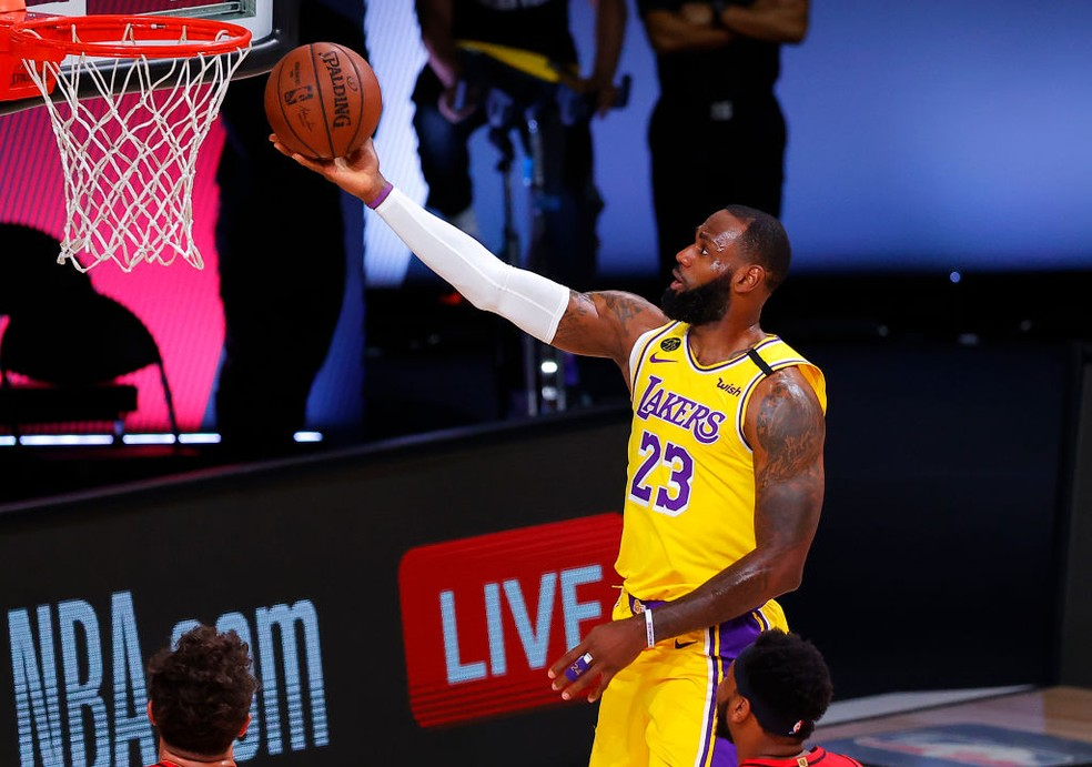 LeBron James no jogo 2 contra os Blazers — Foto: Kevin C. Cox/Getty Images