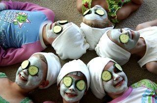 Atividades, como um spa (de brincadeirinha), animam a criançada (Foto: Anny Meisler)