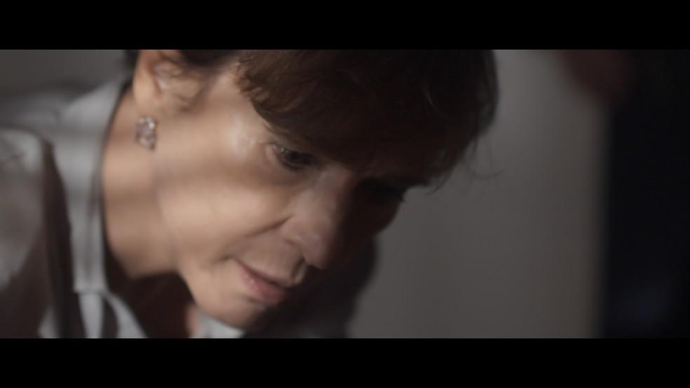Kiki fica chocada ao ver o estado da filha e chega à conclusão de que Alice está doente (Foto: TV Globo)