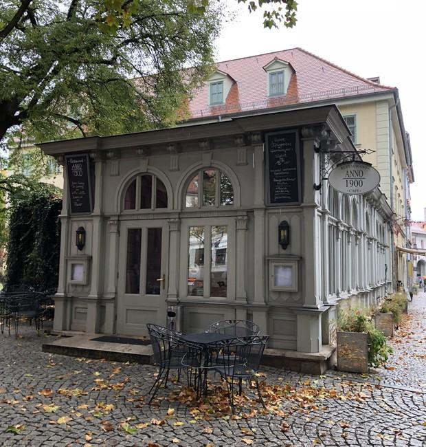 Vale fazer uma pausa para tomar café no Anno 1900, um dos muitos restaurante da cidade (Foto: Stéphanie Durante/Editora Globo)