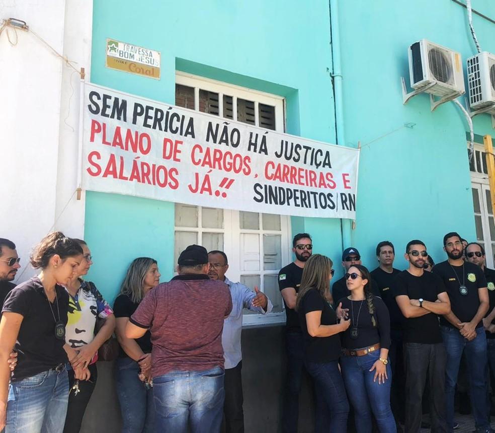 Categoria cobra a implantação de um plano de cargos, carreiras e salários — Foto: Mariana Rocha/Inter TV Cabugi