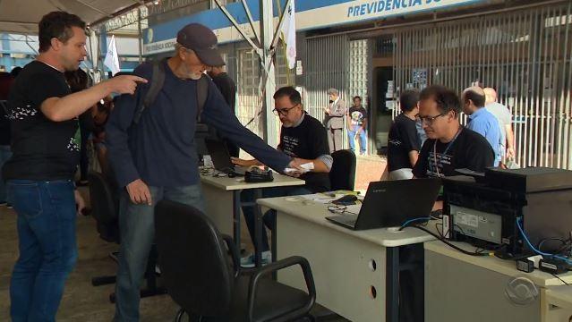 Servidores do INSS fazem mutirão de atendimento em Porto Alegre; RS tem mais de 100 mil beneficiários pendentes