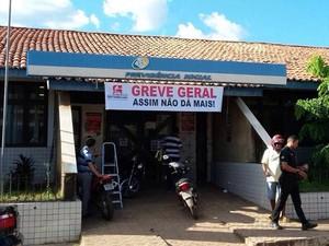 Em agências do Maranhão, servidores colocaram faixas (Foto: Divulgação / Sintsprev-MA)