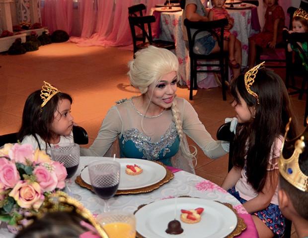 cha com as princesas (Foto: Reprodução)
