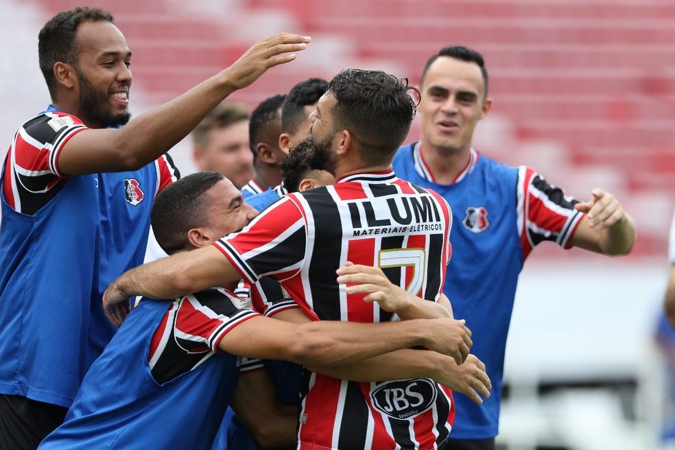 Santa Cruz está na ponta da primeira fase e já se garantiu nas semifinais — Foto: Marlon Costa/Pernambuco Press