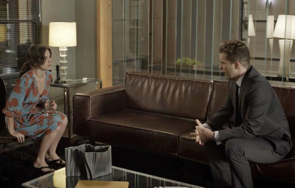 Clara conversa com Patrick Foto TV Globo