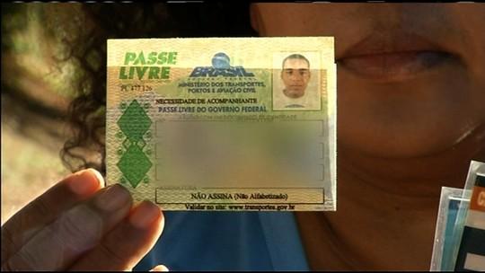 Mãe de autista denuncia que ficou 'presa' em ônibus ao tentar tirar foto de compra de passagem em Anápolis; empresa nega
