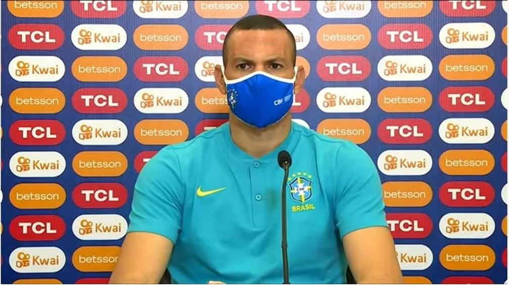 Goleiro Weverton concedeu entrevista coletiva nesta terça — Foto: Reprodução