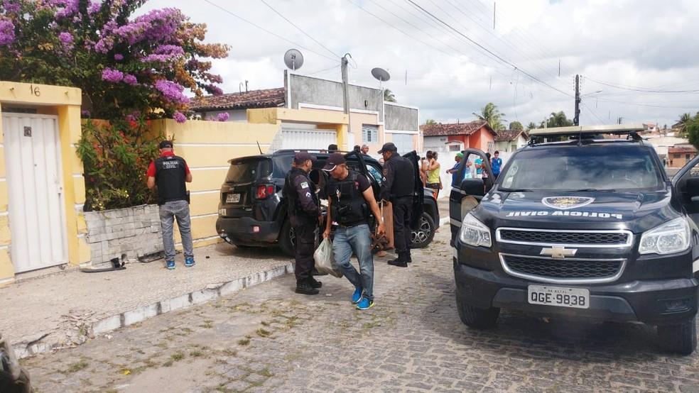 Em Macaíba, dois assaltantes foram presos após a troca de tiros — Foto: Polícia Civil do RN